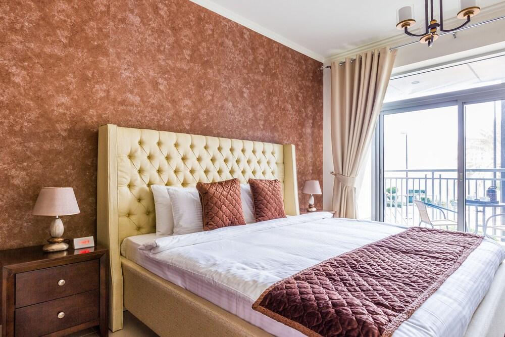 Faraway homes burj views 2017 room prices deals for Burj khalifa room rates