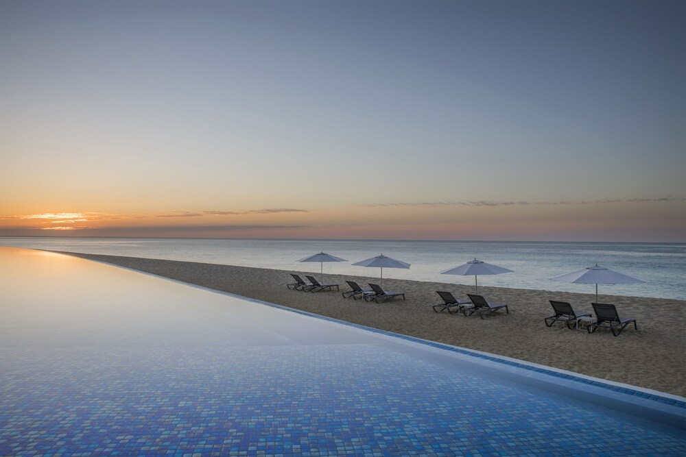 Infinity Pool, Le Blanc Spa Resort All Inclusive Adults Only