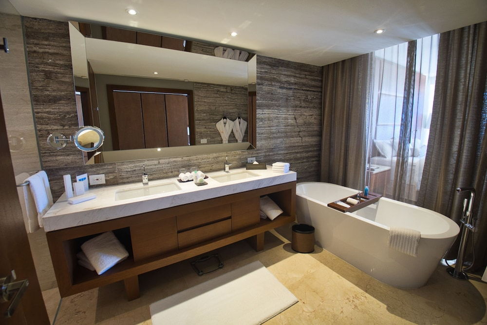 Bathroom, Le Blanc Spa Resort All Inclusive Adults Only