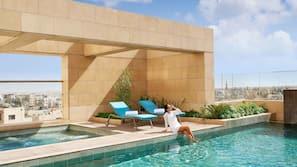 2 piscines couvertes, piscine extérieure (ouverte en saison)