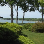 Dering Harbor Inn