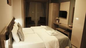 1 bedroom, premium bedding, desk, soundproofing