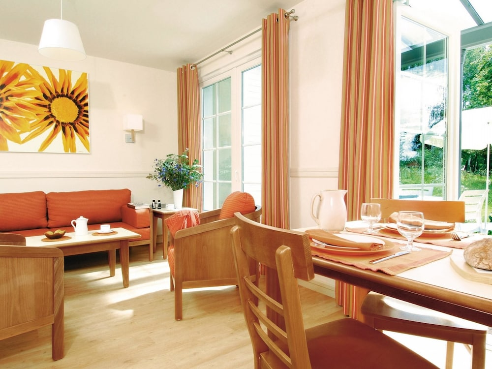 In-Room Dining, Center Parcs Le Lac d'Ailette