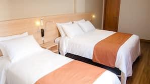 Roupas de cama antialérgicas, frigobar, escrivaninha, cortinas blackout