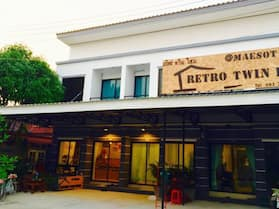 Retro Twin Home at Maesot
