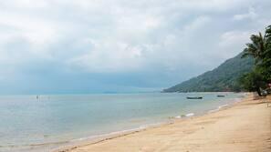 บนชายหาด