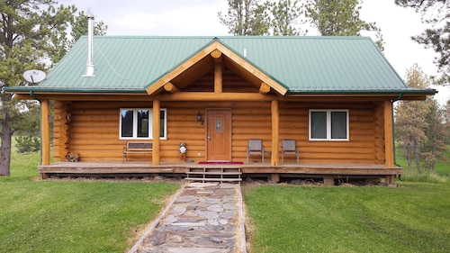 Family Friendly 4br, 3 Bath Cabin W/hot Tub in the Heart of the Black Hills