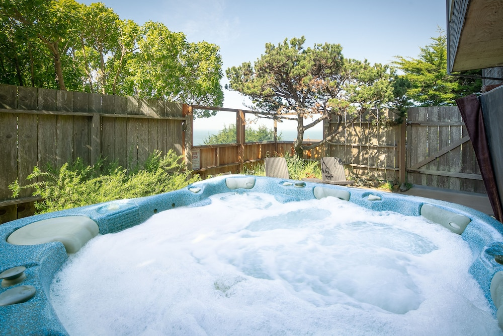 Spa, 'wabi Tei' Serenity With Panoramic Ocean View. Hot Tub, Bbq, Xbox, Wifi, Pets OK