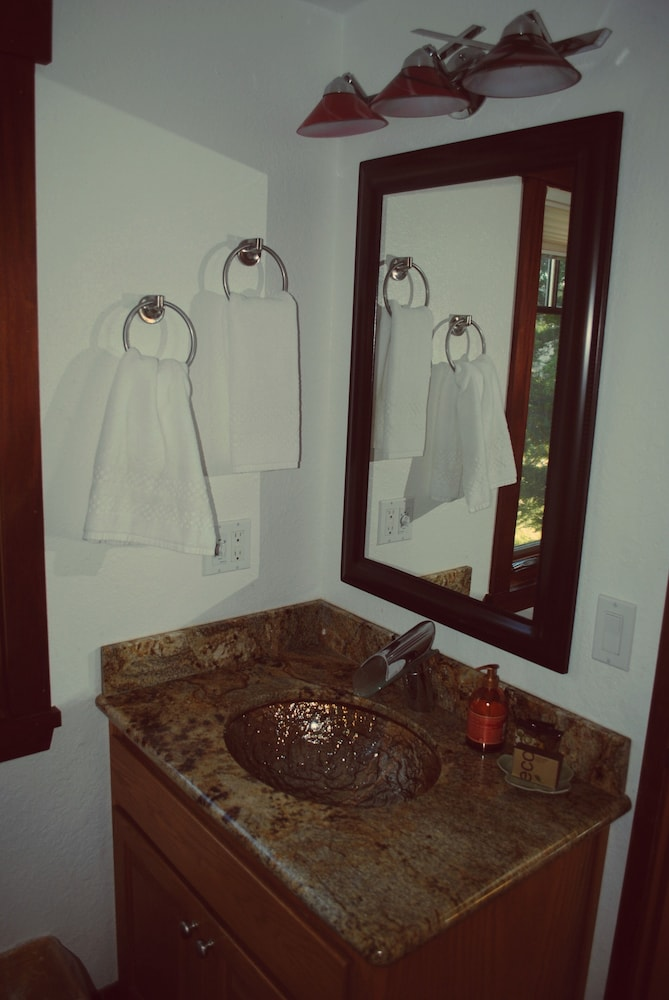 Bathroom, 'wabi Tei' Serenity With Panoramic Ocean View. Hot Tub, Bbq, Xbox, Wifi, Pets OK