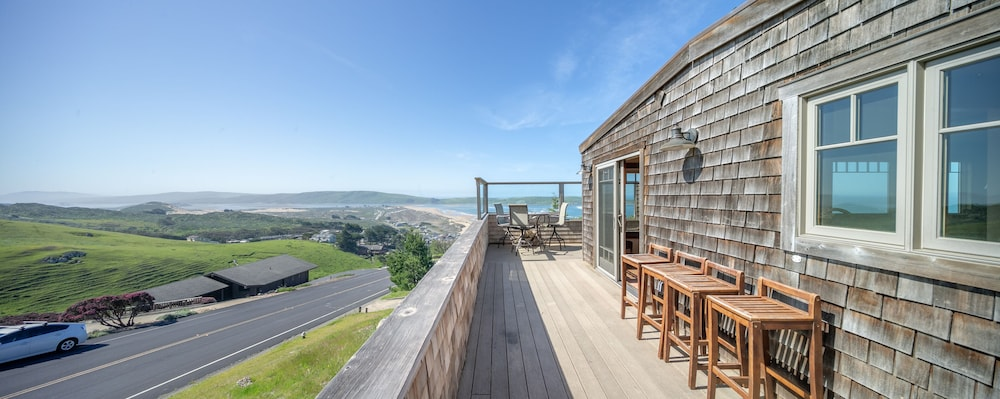 , 'wabi Tei' Serenity With Panoramic Ocean View. Hot Tub, Bbq, Xbox, Wifi, Pets OK
