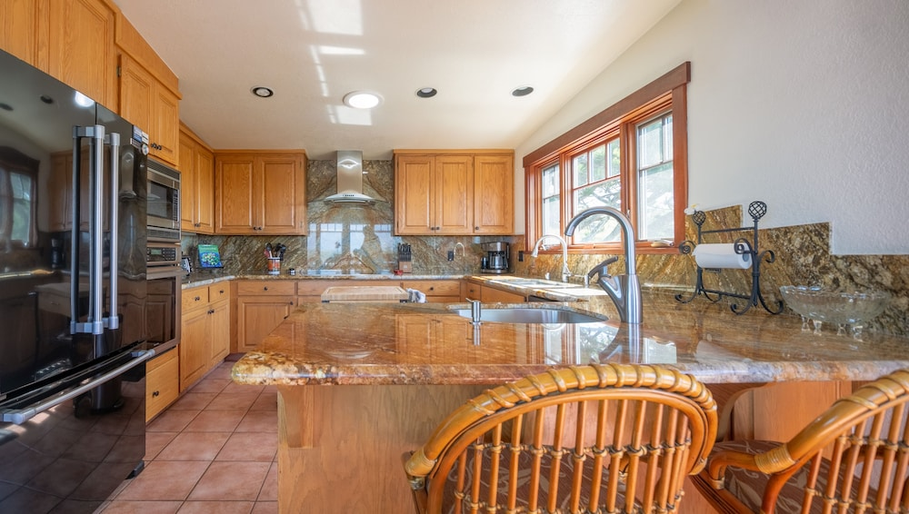 Private Kitchen, 'wabi Tei' Serenity With Panoramic Ocean View. Hot Tub, Bbq, Xbox, Wifi, Pets OK