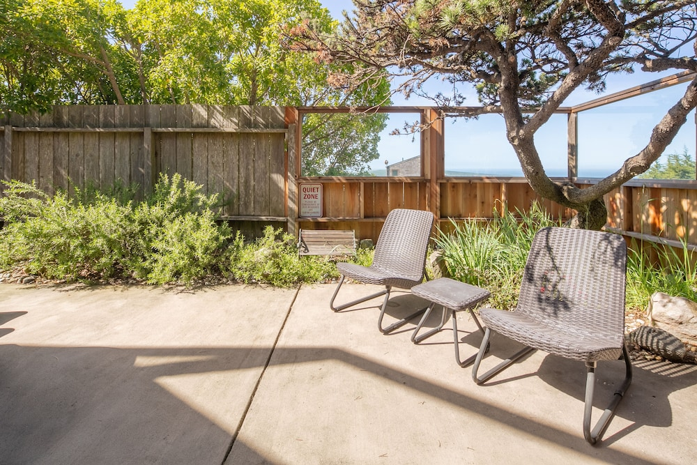 Terrace/Patio, 'wabi Tei' Serenity With Panoramic Ocean View. Hot Tub, Bbq, Xbox, Wifi, Pets OK