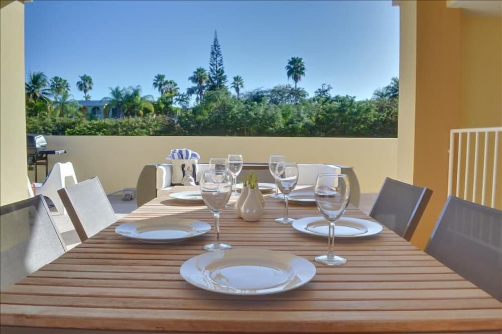 In-Room Dining, Villa Primera Private Rooftop With Grill and Hammock Sleeps 6