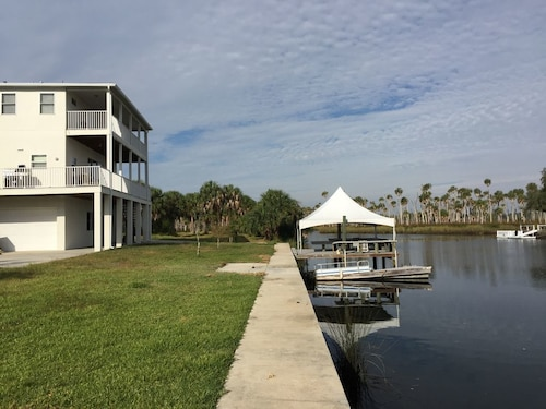 Last House Before The Gulf Direct At Weeki Wachee River Great Location