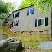 1 Mile to Beach, Pool, Restaurant, Tiki-bar, Horseback Riding! Masthope, Poconos