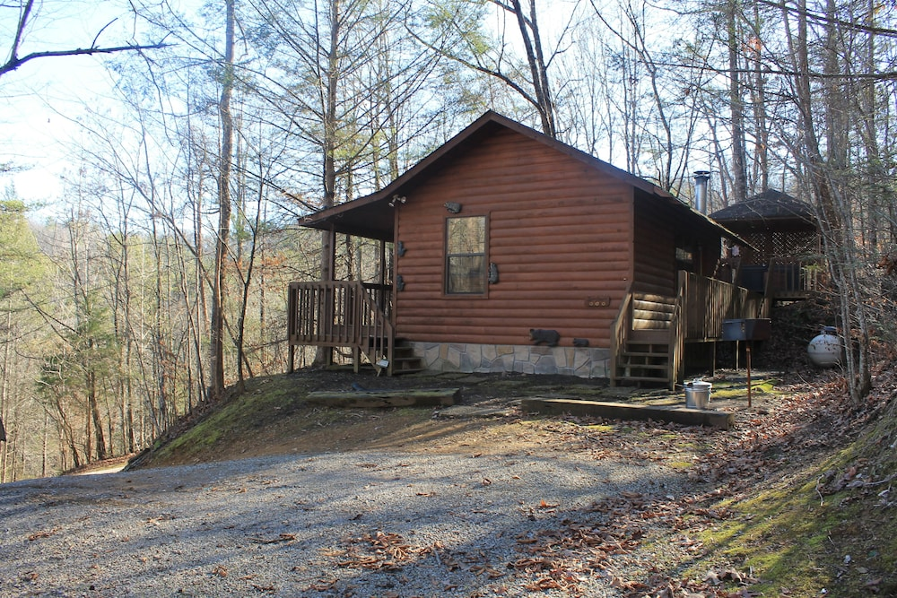 , Special Private Cabin Getaway! Hot Tub & Heart Shaped Jacuzzi!! Gatlinburg/pf