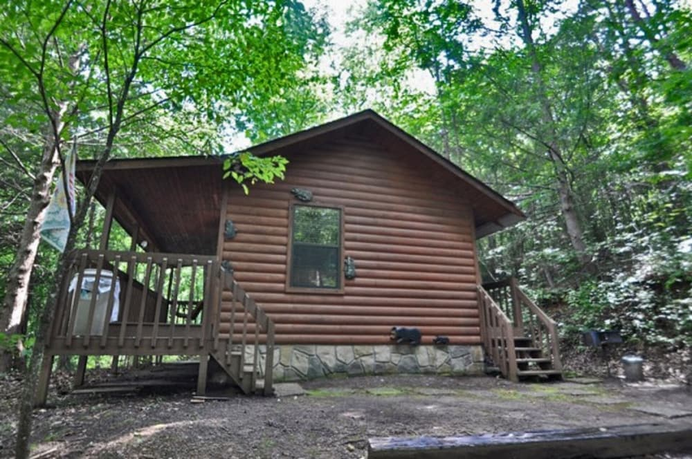 Exterior, Special Private Cabin Getaway! Hot Tub & Heart Shaped Jacuzzi!! Gatlinburg/pf