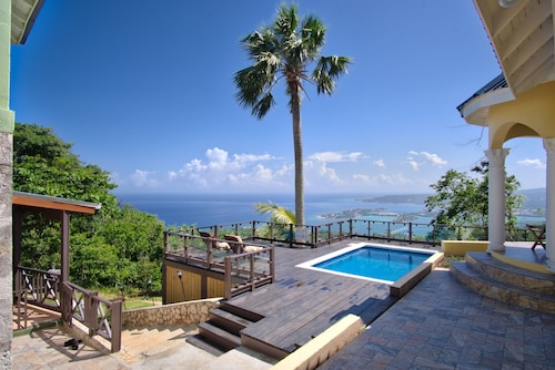 Secure, Private Villa W/breathtaking Views, Pool, Wi-fi, AC, Staff, Sleeps 10-12