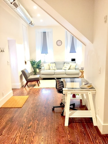 Check Expedia for Availability of Spacious Apartment in Historic Old City Philadelphia
