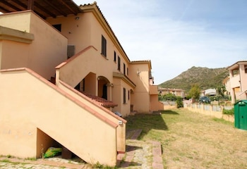 San Teodoro Lu Fraili Apartments