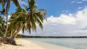 Ubicación a pie de playa, arena blanca y masajes en la playa