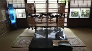 羽絨被、設計每間自成一格、家具佈置各有特色、窗簾