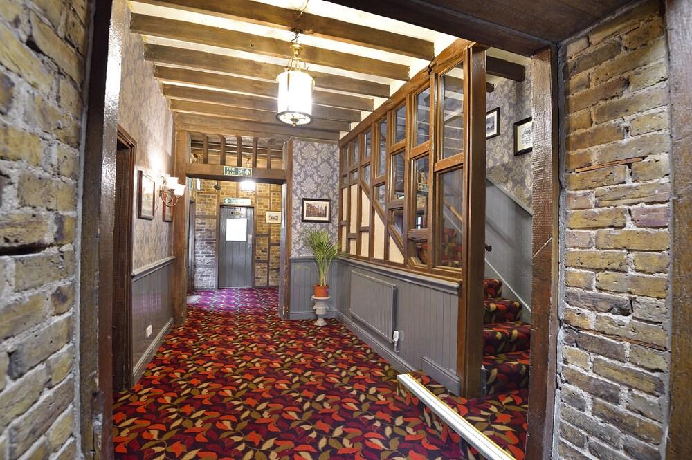 The Royal Victoria & Bull Hotel (Dartford, GBR) | Expedia.com.au
