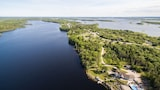 The Lake House B&B - Ste. Anne du Ruisseau Hotels
