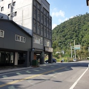 Slow Wow Hot Spring Hotel