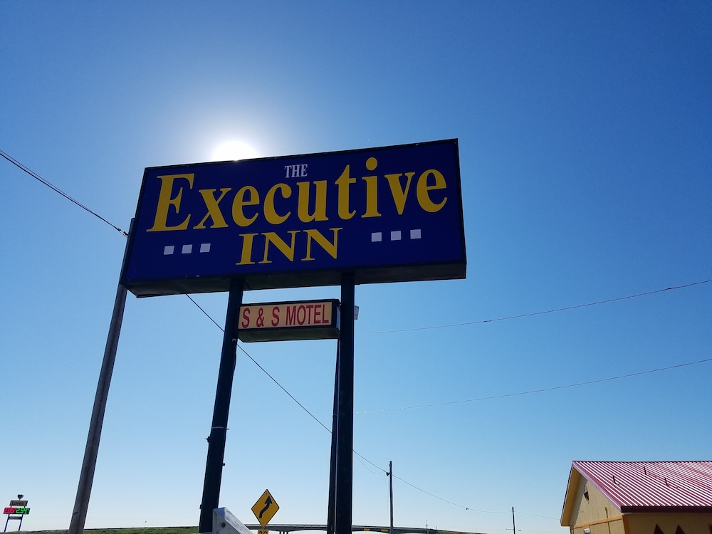 Property Entrance, Executive Inn