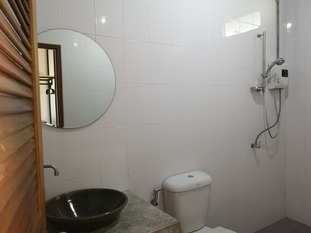 Bathroom, Siri Guesthouse at Suratthani