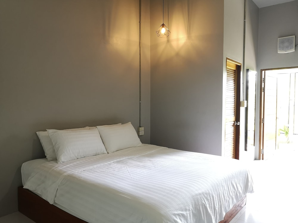 Room, Siri Guesthouse at Suratthani