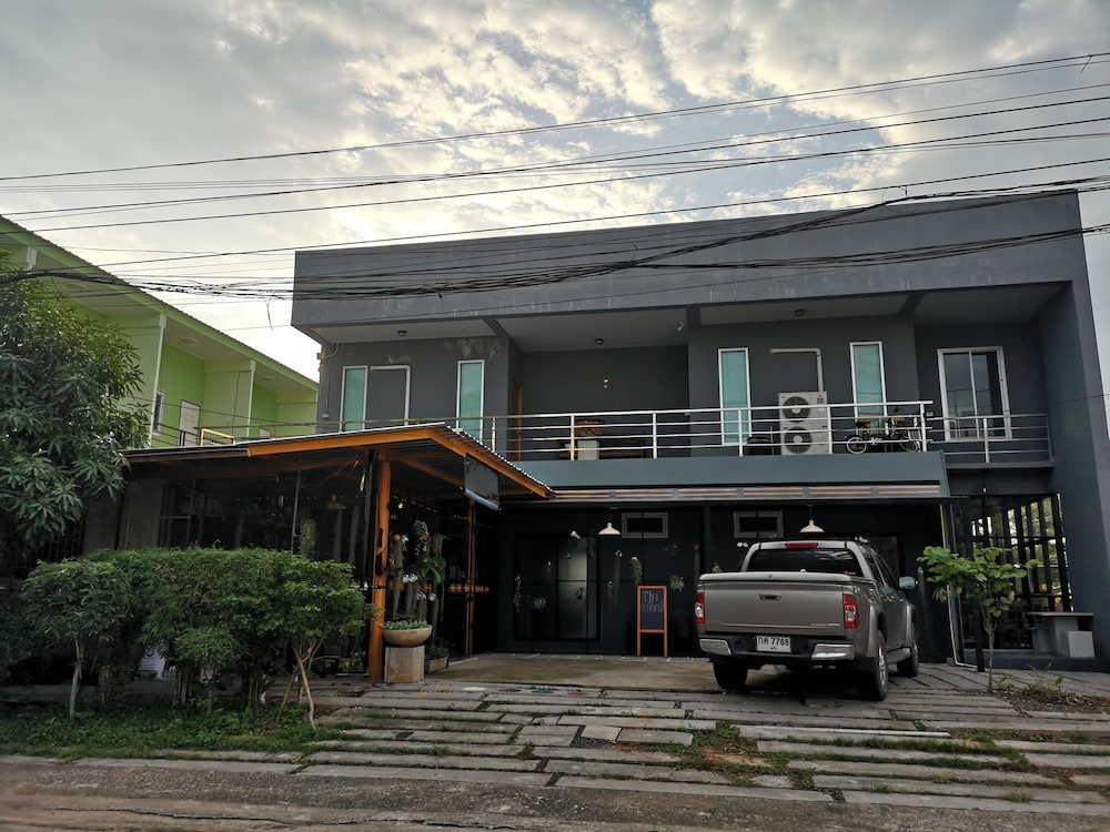 Parking, Siri Guesthouse at Suratthani