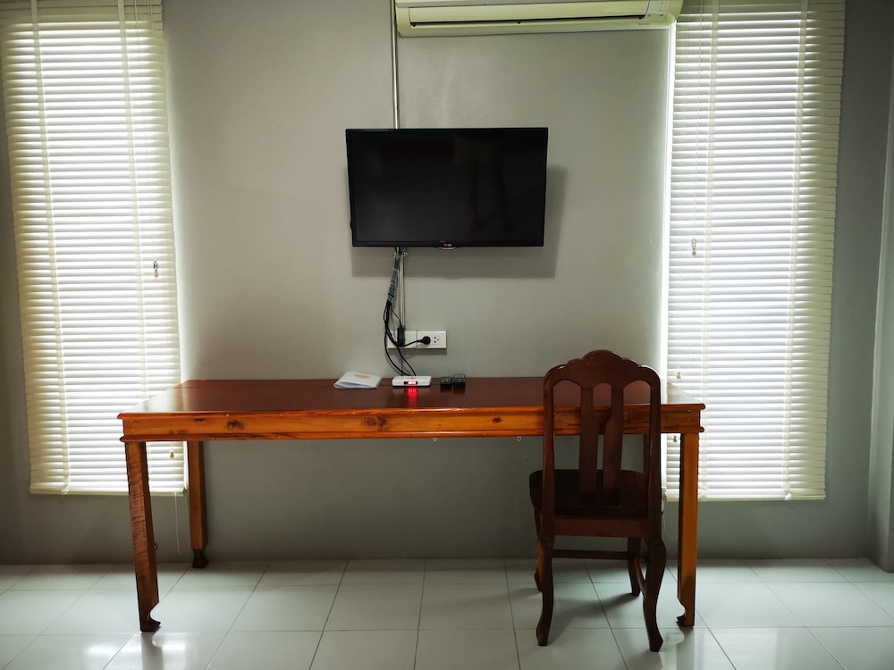 Television, Siri Guesthouse at Suratthani