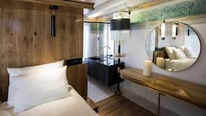 Hochwertige Bettwaren, Minibar, Zimmersafe, individuell eingerichtet