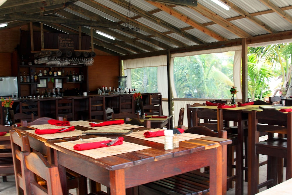 Dining, Bella Vista Guesthouse & Cabins