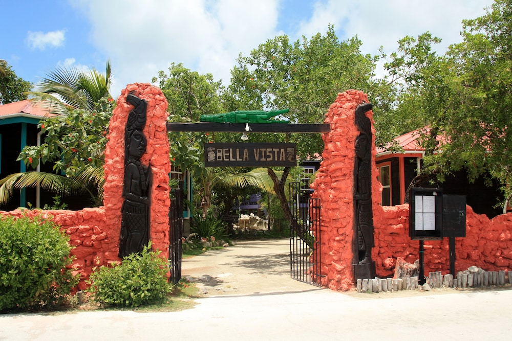 Property Entrance, Bella Vista Guesthouse & Cabins