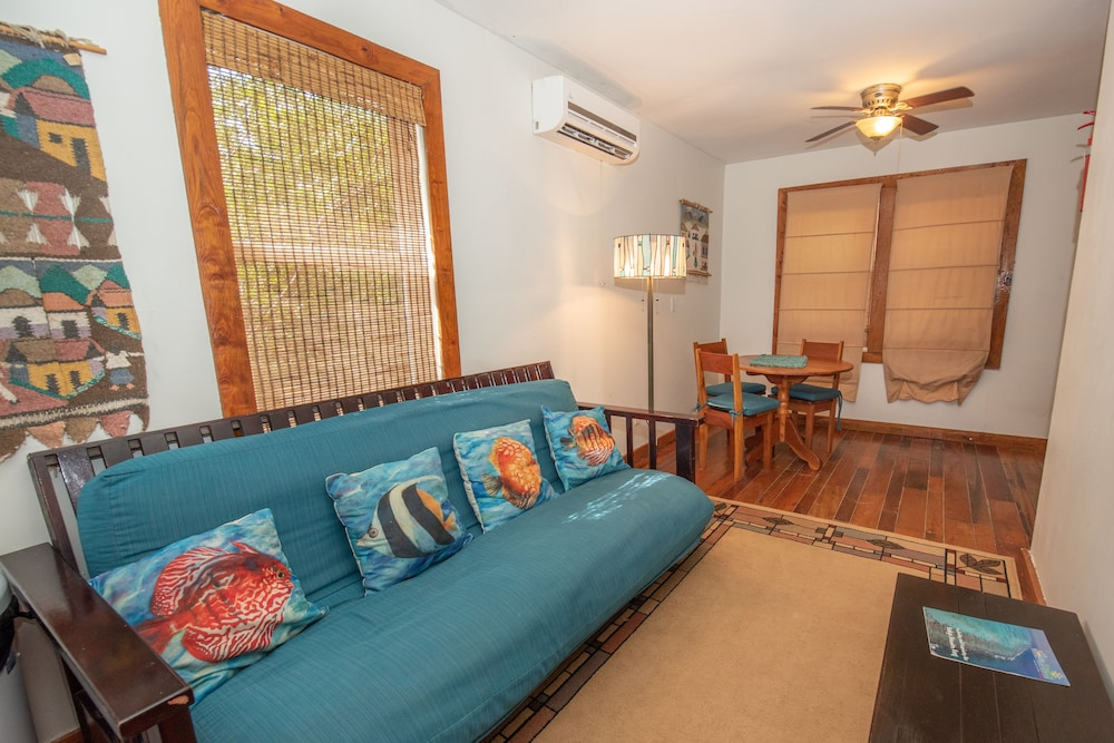 Living Area, Bella Vista Guesthouse & Cabins