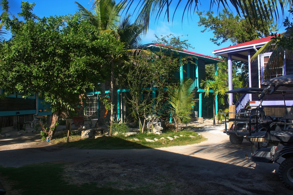 Parking, Bella Vista Guesthouse & Cabins