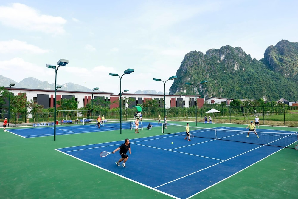 Tennis Court, Serena Resort Kim Boi