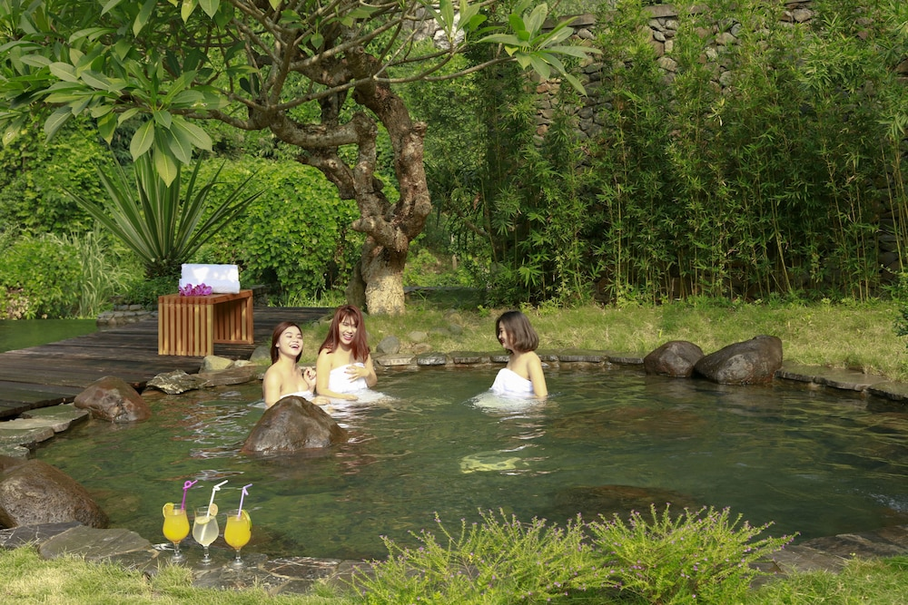 Outdoor Spa Tub, Serena Resort Kim Boi