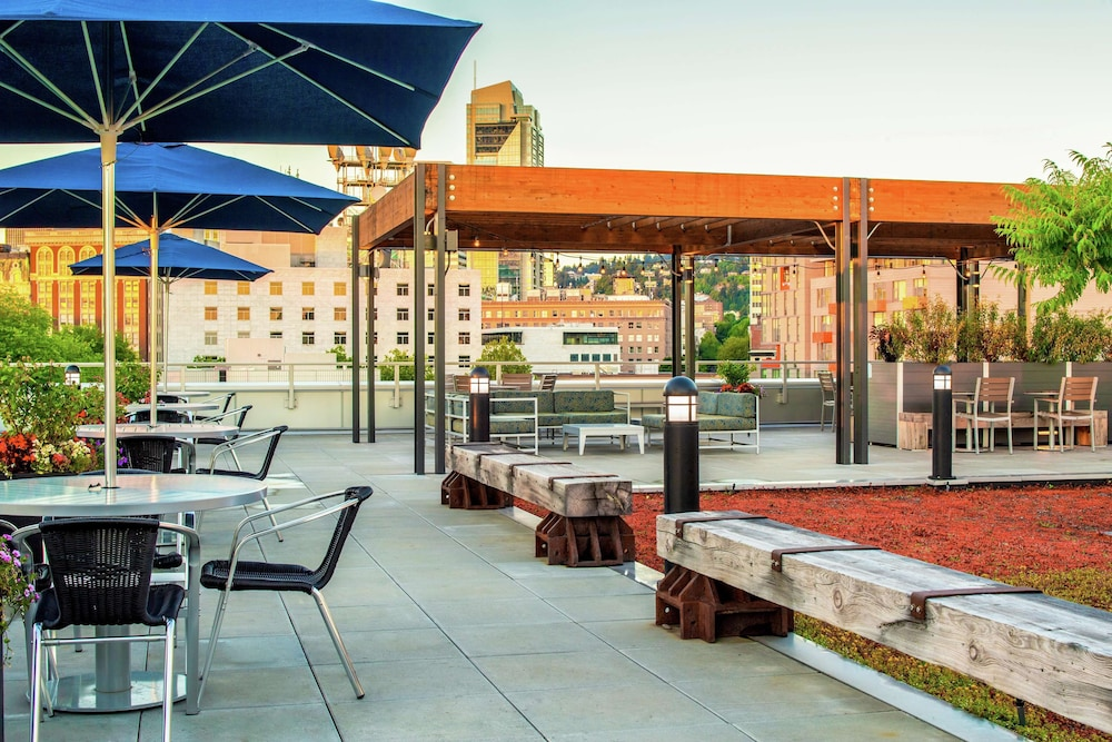 Terrace/Patio, Hampton Inn and Suites by Hilton Portland-Pearl District