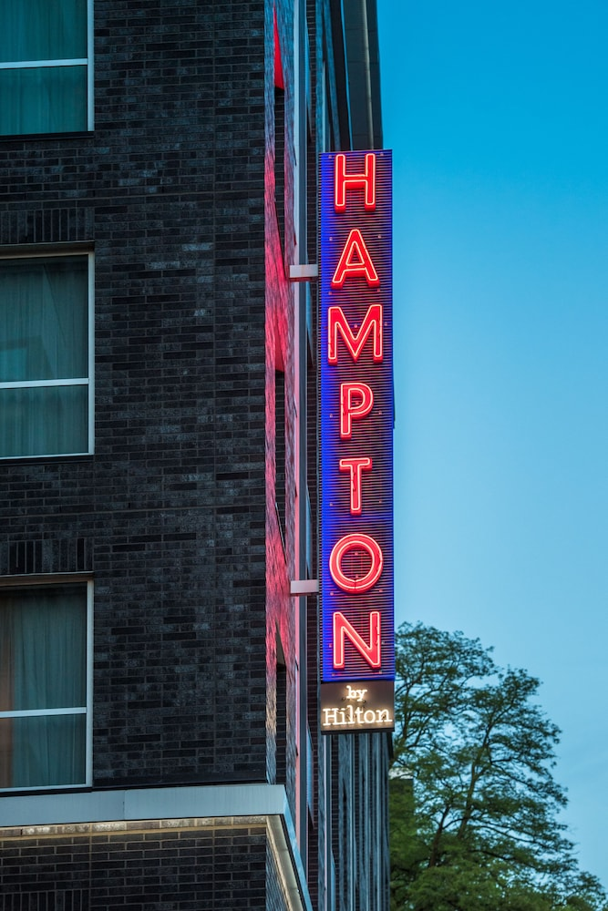 Exterior detail, Hampton Inn and Suites by Hilton Portland-Pearl District