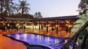 2 piscinas internas, 9 piscinas externas, espreguiçadeiras