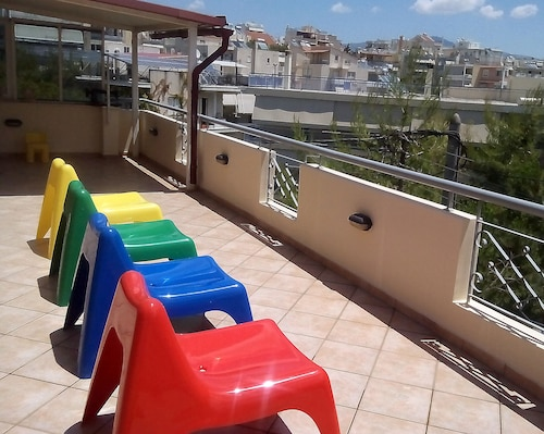A Hip Glass Penthouse With A Huge Balcony. Free Transfer From The Airport*!
