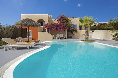 Daphne - Sunny Villa With Private Pool and Sea View