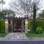 ~~ Private Tuscan Villa Home ~ 2 Blocks From El Paseo~~