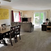 Quiet, family-friendly riverside location close to North Conway