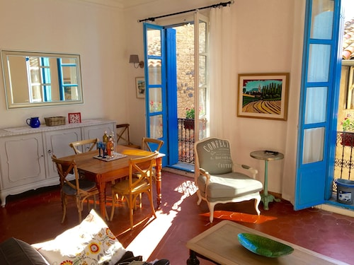Sunny, Elegant, Spacious 2 Bedroom Character Apartment In The Heart Of Pezenas