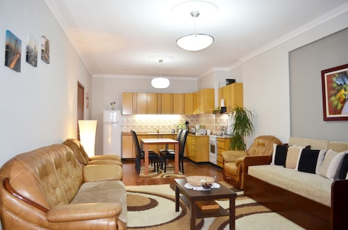 Panoramic & Comfortable Apartment Next To Central Square